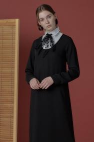 Yaka Detaylı Siyah Elbise