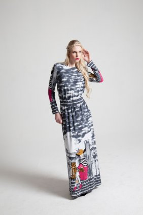 Kız Desenli Maksi Elbise