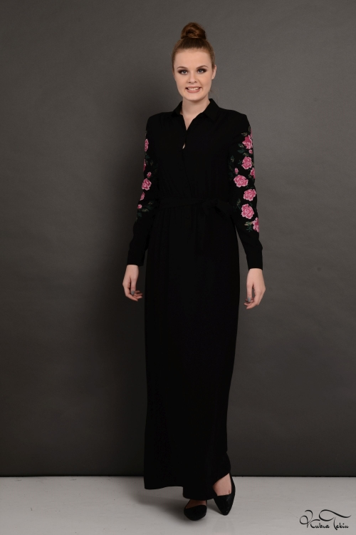 Penelope Kolu Nakışlı Siyah Elbise
