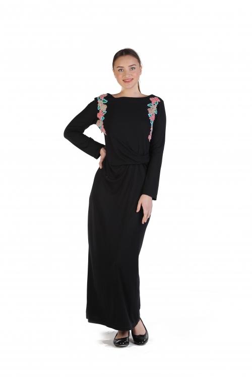 Red İşlemeli Siyah Örme Elbise